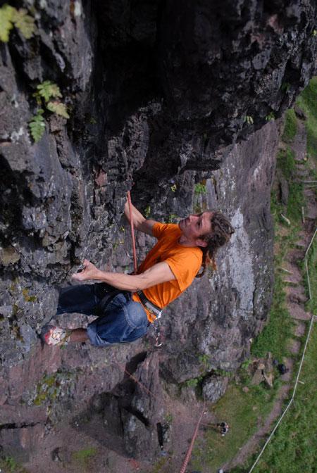Dirk Uhlig frei in der Nordwestkante des Falkenstein